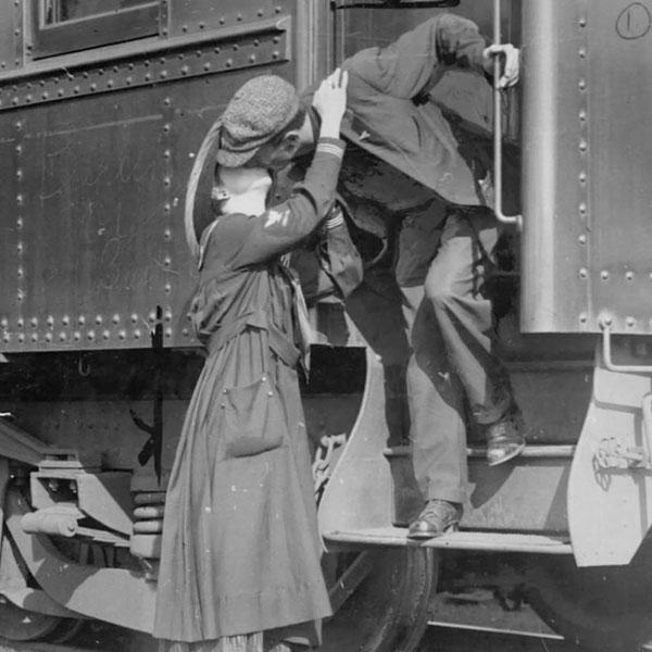 Soldado norte-americano diz adeus a sua esposa, antes de partir para a 1ª Guerra Mundial.