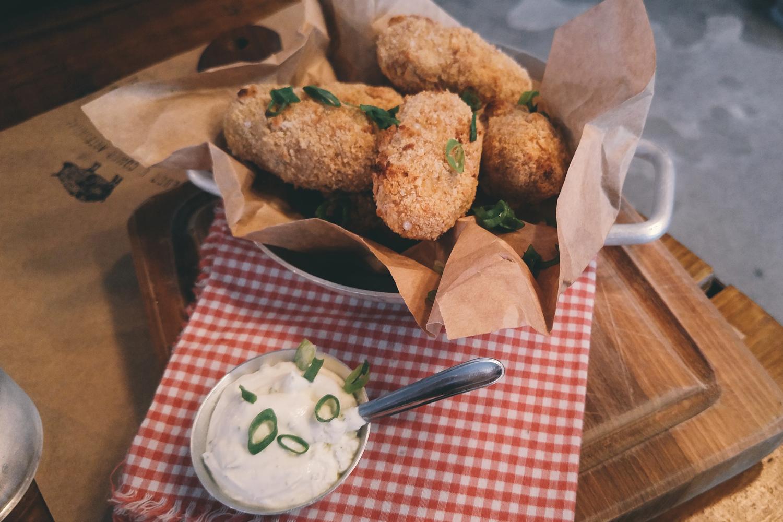 croqueta-jamon-queijo-ovelha-cateto-review-resenha-mooca-pinheiros-por-ai-comida-sao-paulo-um-cafe-pra-dois